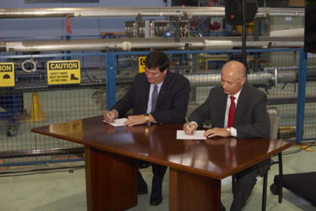 De gauche à droite: Preston Swafford, chef des opérations nucléaires et vice-président directeur, Énergie nucléaire de SNC-Lavalin et Mike Rencheck, président et chef de la direction de Bruce Power (Groupe CNW/SNC-Lavalin)