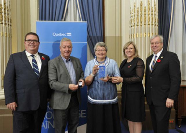 De gauche à droite : le député d'Ungava, M. Jean Boucher, le conjoint de la lauréate, M. Neil Greig, la lauréate, Mme Martha K. Greig, la ministre responsable des Aînés et de la Lutte contre l'intimidation, Mme Francine Charbonneau, le ministre des Forêts de la Faune et des Parcs et ministre responsable de la région du Nord-du-Québec, M. Luc Blanchette. (Groupe CNW/Cabinet de la ministre responsable des Aînés et de la Lutte contre l'intimidation)