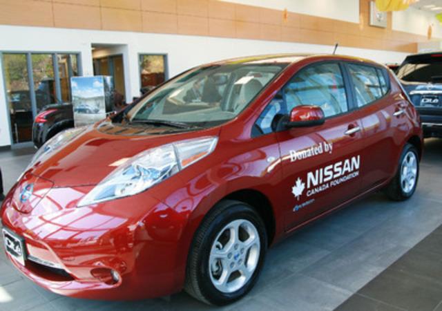 La Fondation Nissan Canada était heureuse de présenter aujourd'hui une Nissan LEAF entièrement électrique à l'organisation Jeunesse au Soleil, à la Cité Nissan de Montréal. (Groupe CNW/Nissan Canada Inc.)