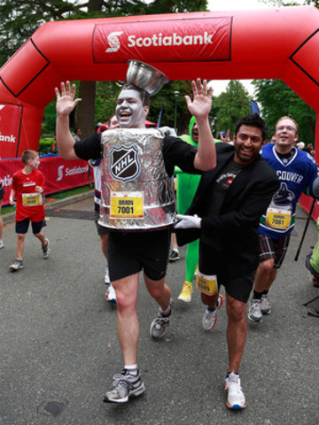 Simon Moore dresses up as the Stanley Cup as he and other spirited hockey fans show their enthusiasm for the Stanley Cup playoffs as they participate in the 5 kilometre race of the Scotiabank Vancouver Half-Marathon & 5K Sunday, June 23 in Stanley Park. Vancouver, B.C., June 23, 2013. The event raised $725,000 for 71 local charities through the Scotiabank Charity Challenge. (CNW Group/Scotiabank - Sponsorships & Donations)