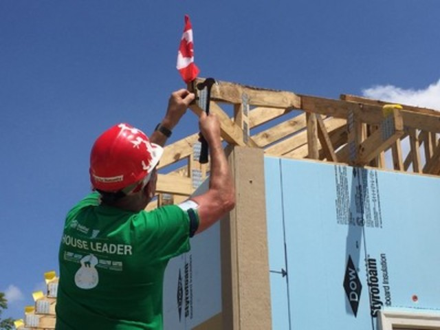 A Canadian volunteer helping build homes during the 2016 Jimmy & Rosalynn Carter Work Project. (CNW Group/Habitat for Humanity Canada)