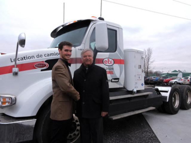 Olivier Sylvestre, directeur du développement du transport au gaz naturel chez EBI et M. Alain Beaudry, maire de la Ville de Joliette. (Groupe CNW/EBI Énergie Inc.)