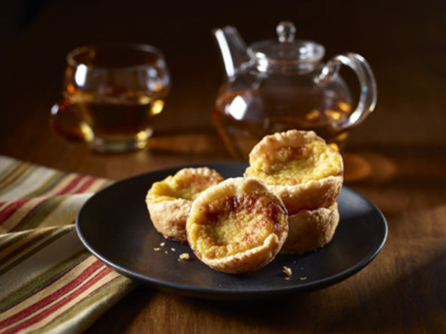 These yummy tarts are a variation of a traditional Portuguese dessert, but will become a favourite in any home. (CNW Group/Egg Farmers of Ontario)