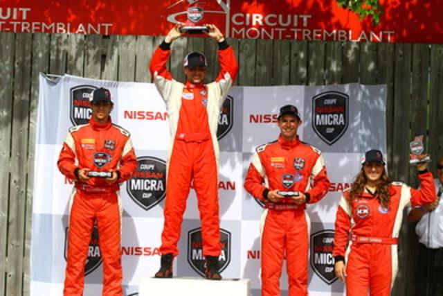Le podium de la première course, avec Olivier Bédard (deuxième), Xavier Coupal (premier), Stefan Rzadzinski (troisième) et Ashley Sahakian (première recrue) (Groupe CNW/Nissan Canada Inc.)