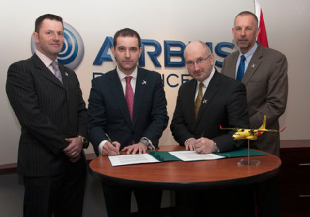 Simon Jacques (Head of Airbus Defence and Space, Canada), Pablo Molina (Head, Airbus Defence and Space Military Aircraft Canada), Derek Scott (Vice President, Program Development, Provincial Aerospace) and Richard Poole (Business Development, Provincial Aerospace) sign a letter of intent to facilitate the exploration of extending their relationship internationally. (CNW Group/Airbus Defence and Space)