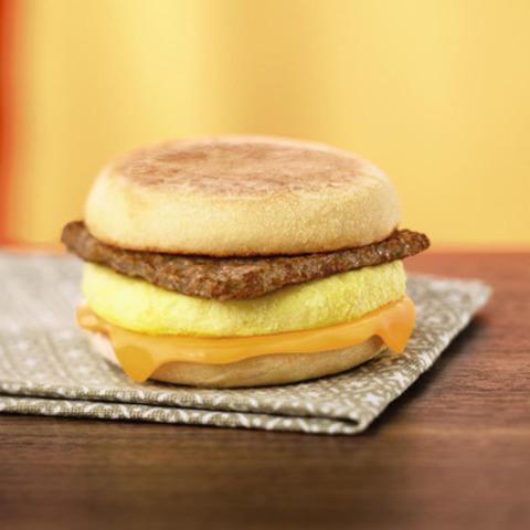 Tim Hortons aide les Canadiens à bien débuter leurs matinées avec le nouveau Timatin saucisse à la dinde, une satisfaisante option déjeuner avec protéine maigre de moins de 350 calories. (Groupe CNW/Tim Hortons)