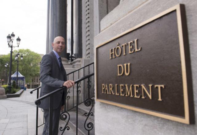 Eric Gagnon, directeur des affaires externes et corporatives, Imperial Tobacco Canada, à son arrivée à l'Assemblée National du Québec dans le cadre des consultations particulières et auditions publiques sur le projet de loi numéro 44, Loi visant à rendforcer la lutte contre le tabagisme (Groupe CNW/Imperial Tobacco Canada (Français))