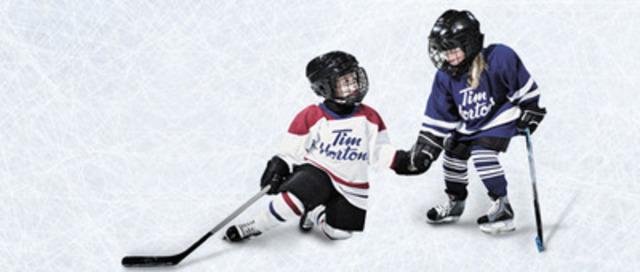 Du 15 octobre au 9 décembre 2013, les Canadiens auront l'occasion d'inscrire leurs moments de hockey Timbits préférés dans le cadre du concours Le hockey Timbits fait son entrée au temple de la renommée du hockey au nouveau théâtre Tim Hortons du Temple de la renommée du hockey. (Groupe CNW/Tim Hortons)