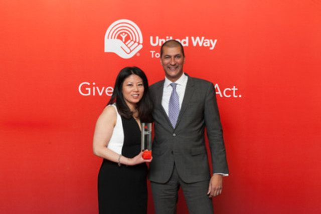 """Maple Tam and Alistair Almeida, co-chairs of CIBC Mellon's 2014 United Way Campaign, dedicated their """"best campaign team"""" United Way Toronto Spirit Award to the employees across the company who helped set a new high water mark for volunteerism and campaign participation at CIBC Mellon. (CNW Group/CIBC Mellon)"""