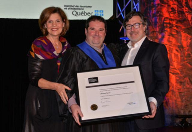 De gauche à droite : L'honorable Liza Frulla, directrice générale de l'ITHQ, C.P., O.Q., Jérôme Ferrer, récipiendaire d'un diplôme honoris causa et Paolo Di Pietrantonio, président du conseil d'administration de l'ITHQ (Groupe CNW/Institut de tourisme et d'hôtellerie du Québec)