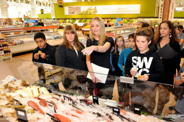 Alexandra Cousteau discusses the importance of sustainable seafood with students, following an oceans-to-plate debate, to launch Loblaw's Oceans for Tomorrow campaign (CNW Group/LOBLAW COMPANIES LIMITED)