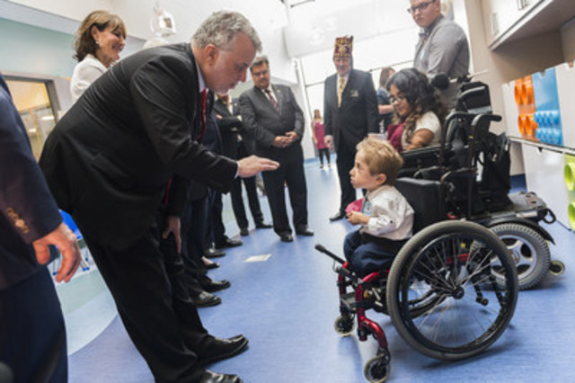 During tour of the new Shriners Hospitals for Children-Canada Quebec Premier Philippe Couillard talks to Kaleb-Wolf De Melo Torres, a young patient with brittle bone disease being treated at the hospital. (CNW Group/Shriners Hospitals For Children)