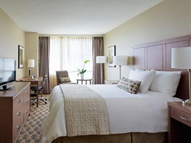 Deluxe Queen guestroom (CNW Group/Eaton Chelsea)
