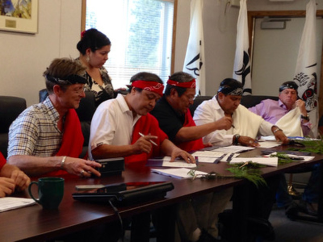 Signing of the partnership agreement between Innergex and the In-SHUCK-ch Nation. (CNW Group/Innergex Renewable Energy Inc.)
