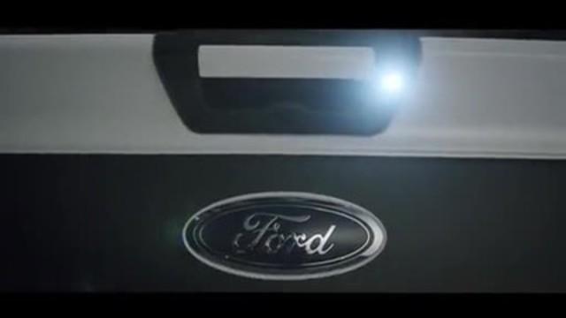 Vidéo : Olivier FORD vous fait découvrir la nouvelle collection de camions Ford F150 en hommage à Carey Price. Profitez de finition haut de gamme, de broderie et d'habillage de véhicule exclusif, à l'effigie du célèbre gardien.