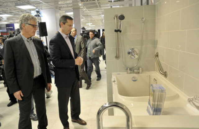 David Fraser (L), President of Motion Specialties, shows Ontario Premier Dalton McGuinty a walk-in bath tub with grab bars and other safety features. Designed to provide safety and independence, such products address the specific needs of seniors who face difficulty using traditional bath and shower products. (CNW Group/Centric Health Corporation)