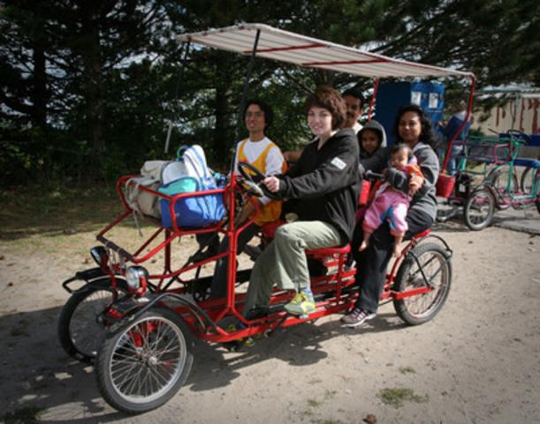 Participants in CultureLink's Bike Host program enjoy a ride on Toronto Island. (CNW Group/CultureLink Settlement Services)