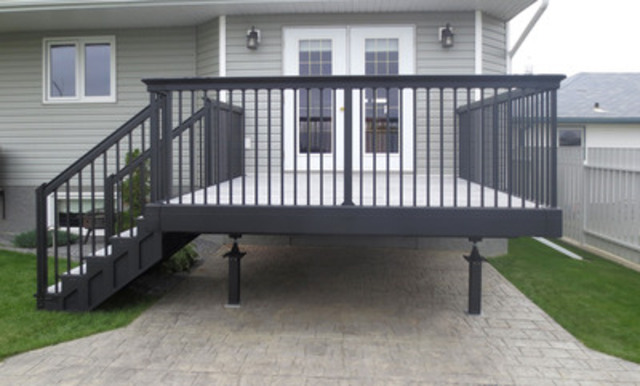 SigmaDek™ is launching a prefabricated and maintenance-free, high-tech decking system which will be available starting May 1 in select home improvement retail stores across Canada. Designed to eliminate the dangers of collapsing wooden decks, SigmaDek combines an aerospace-grade aluminum substructure with aluminum-and-porcelain deck boards that connect seamlessly. (CNW Group/SigmaDek Ltd.)