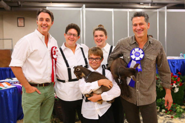 "Bob Blumer and Ben Mulroney learned how to exhibit Nigerian Dwarf Goats at the 91st Royal Agricultural Winter Fair in Toronto. They participated in the ""Celebrity Novice Showmanship Class"" with the help of experienced exhibitors. L-R Ben Mulroney, Angee Pell, Denver Parliament, Erica Moore and Bob Blumer. Photo Credit: Nina Linton Photography. The Royal Chef Challenge Finale, hosted by Chef Curtis Stone, takes place Saturday November 9th at 2PM. (CNW Group/Royal Agricultural Winter Fair)"