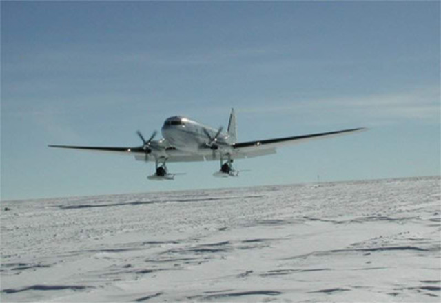 Picture of a BT-67 in flight on skis (CNW Group/Cargo North)
