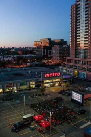 Residents of Liberty Village Gather for a Night under the Stars (CNW Group/METRO INC.)