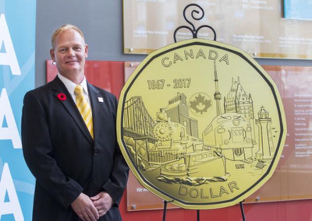 La Monnaie royale canadienne a dévoilé les motifs gagnants des pièces de circulation Canada 150 le 2 novembre 2016. Wesley Klassen, de St. Catharines, en Ontario, a conçu le motif de la pièce de un dollar, Le lien d'une nation. Les cinq pièces Canada 150 seront mises en circulation au printemps 2017. (Groupe CNW/Monnaie royale canadienne)