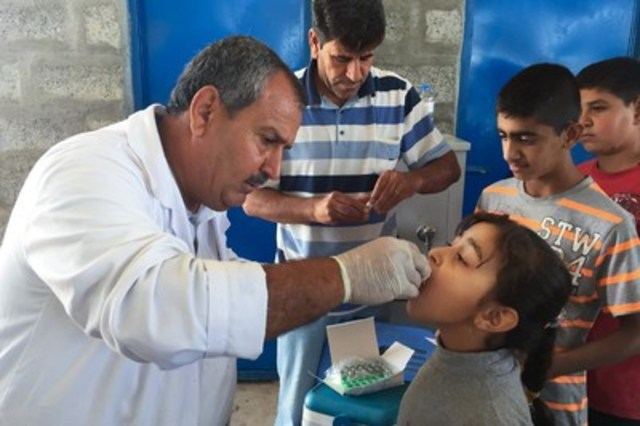 On November 2, a young girl in the Baharka camp for internally displaced people in the Erbil Governorate of Iraq is given a dose of oral cholera vaccine. Oral cholera vaccinations began in IDP camps in the Kurdistan Region of Iraq on November 1, targeting 250,000 people. (Photo credit: © UNICEF/IRQA2015-00313/Warfa) (CNW Group/UNICEF Canada)