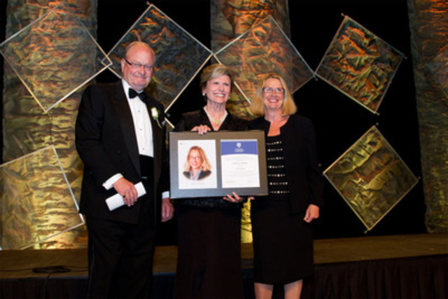 Janice Rennie (right), Director, Teck Resources Ltd. receives her 2012 ICD Fellowship Award from Donna Soble Kaufman (centre), Chair of the ICD and Hugh Bolton (left), Chair, EPCOR Utilities. (CNW Group/Institute of Corporate Directors (ICD))