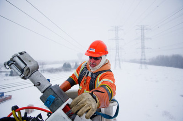 Hydro Ottawa has a proud history of providing services to other utilities dealing with weather-related emergencies on both sides of the border. (CNW Group/Hydro Ottawa Holding Inc.)
