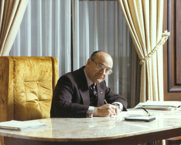 Jean de Grandpré, Founding Director and Chairman Emeritus of BCE Inc. (1983). (CNW Group/Bell Canada)