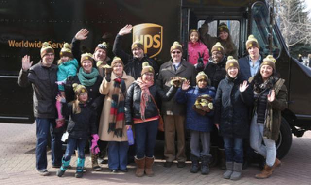 Le samedi 28 février dernier, UPS Canada a célébré son 40e anniversaire au Eau Claire Market, à Calgary. Pour remercier les Calgariens de leur appui au fil des ans, des bénévoles d'UPS ont distribué des boissons chaudes, des pâtisseries et des tuques commémoratives. (Groupe CNW/UPS Canada Ltee.)