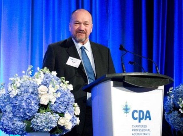 TELUS captures top honours at the 2016 Awards of Excellence in Corporate Reporting, presented annually by Chartered Professional Accountants of Canada. Trent Klein, director, finance, TELUS, accepts the Overall Award of Excellence, Wednesday, December 7, 2016, in Toronto. (CNW Group/CPA Canada)