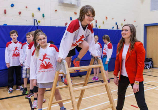 Olympic Gold Medalist Rosie MacLennan plays with local Fredericton students at the launch of the Premier's Challenge, a program designed to get kids ACTIVE AT SCHOOL. (CNW Group/CANADIAN TIRE CORPORATION, LIMITED)