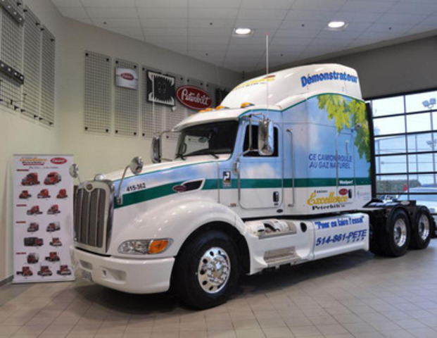 A first in Canada - Peterbilt model 386 is powered by liquified natural gas and his available in a rental short term. Location de camions Excellence PacLease is offering test drive program. (CNW Group/Camions Excellence Peterbilt Inc.)