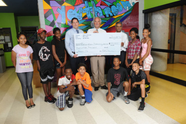 Toronto Port Authority presents a cheque to Harbourfront Community Centre (HCC) for its youth arts programming. Holding the cheque (from left to right) HCC board member David Field, TPA President and CEO Geoffrey Wilson and HCC board member Tom Litto. (CNW Group/Toronto Port Authority)