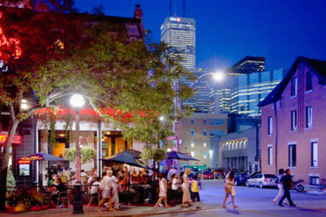 Les diverses attractions de Toronto continuent d'attirer les visiteurs et la ville demeure la destination numéro un intérieur pour les voyageurs canadiens et internationaux (Groupe CNW/Hotels.com)