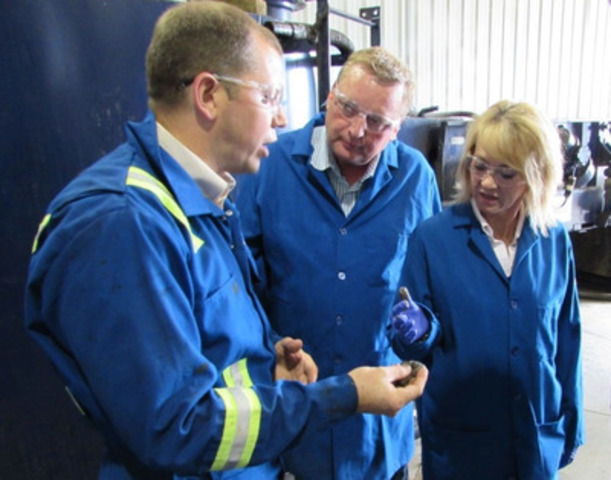 Ministers McQueen and Drysdale and US Oil Sands' VP Operations Barclay Cuthbert handling clean processed sand during a run of US Oil Sands' bitumen extraction pilot unit (CNW Group/US Oil Sands Inc.)