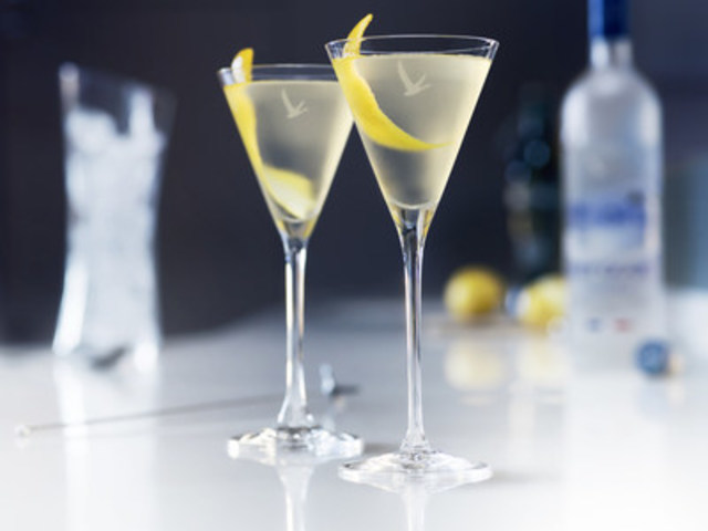 GREY GOOSE® Martini Cocktail (CNW Group/GREY GOOSE®)