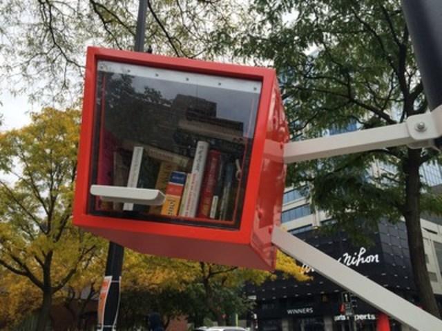 Une première microbibliothèque installée au square Cabot (métro Atwater), dans Ville-Marie. (Groupe CNW/Ville de Montréal - Arrondissement de Ville-Marie)