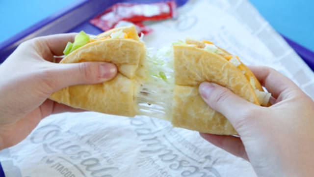 Taco Bell's Quesalupa Craze Comes to Canada (CNW Group/Taco Bell)