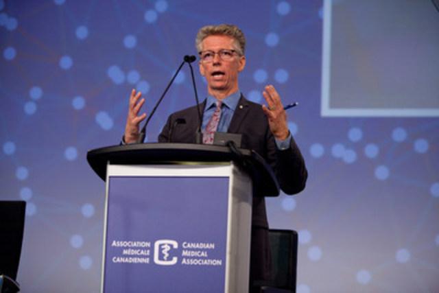 Le Dr James Orbinski parle des changements climatiques lors du conseil général de l'AMC (Groupe CNW/Association médicale canadienne)