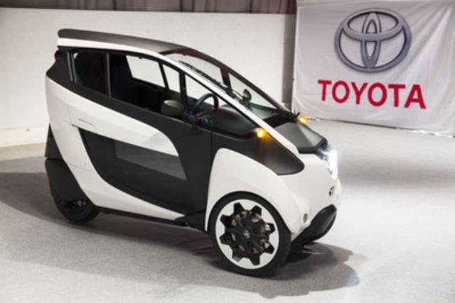 L'avenir de la mobilité : Le véhicule concept Toyota i-Road fait ses débuts canadiens au Salon de l'auto de Toronto (Groupe CNW/Toyota Canada Inc.)