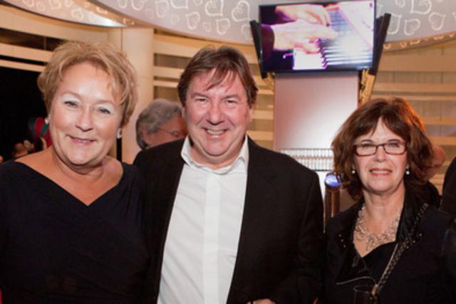 De gauche a droite : la première ministre, Mme Pauline Marois, le comédien Rémi Girard, et Mme Nadine Marchand. (Groupe CNW/CASINO DE MONTREAL)