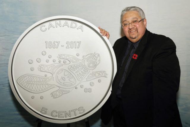 La Monnaie royale canadienne a dévoilé les motifs gagnants des pièces de circulation Canada 150 le 2 novembre 2016. Gerald Gloade, de la Première nation Milbrook, en Nouvelle-Écosse, a conçu le motif de la pièce de 5 cents, Traditions vivantes.  Les cinq pièces Canada 150 seront mises en circulation au printemps 2017. (Groupe CNW/Monnaie royale canadienne)