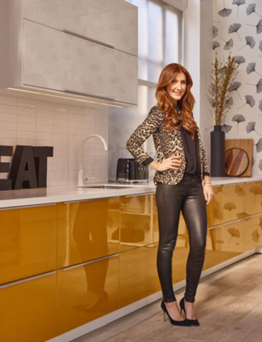 Jessi Cruickshank in the new IKEA SEKTION kitchen designed for her (CNW Group/IKEA Canada)