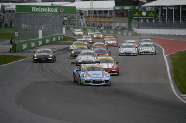 Les voitures s'affrontent lors de la troisième course de la série Porsche GT3 Cup Challenge Canada de Yokohama 2016 sur le circuit Gilles-Villeneuve à Montréal le 11 juin 2016. (Groupe CNW/Automobiles Porsche Canada)