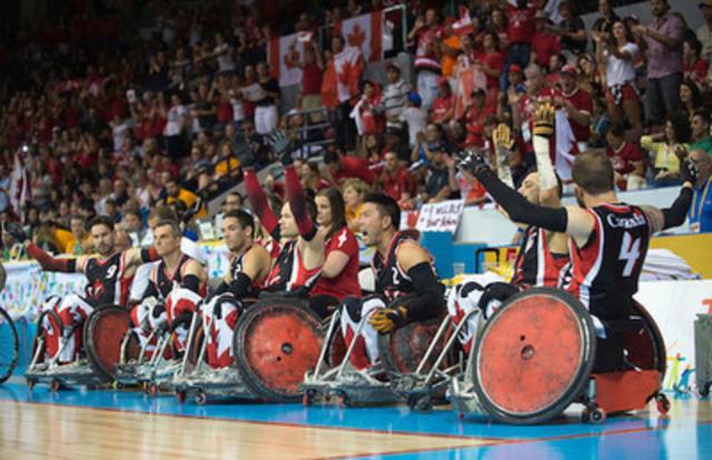 Le Canada remporte la victoire sur les États-Unis et obtient la médaille d'or aux épreuves de rugby en fauteuil roulant. À gauche : Cody Caldwell de l'Équipe de relève CIBC. (Groupe CNW/Banque Canadienne Impériale de Commerce)