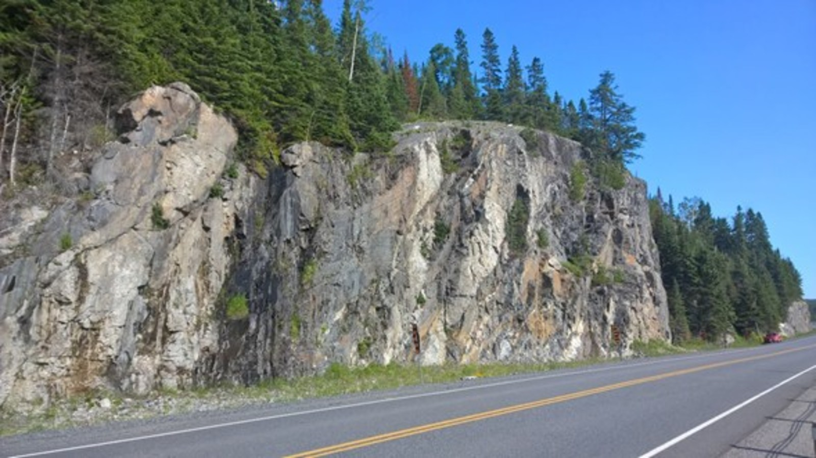 Figure 1 – Photo of the road embankment from similar rocks in the area; here a vertical slope with a height of over 15 metres.