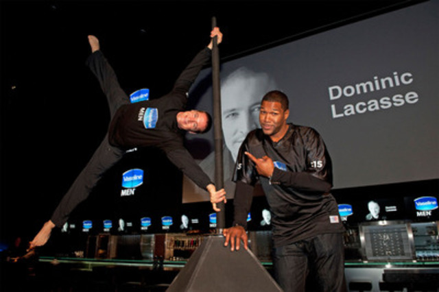 Football legend Michael Strahan and 'Canada's Human Flag' Dominic Lacasse team up to set a new world record at the Vaseline MEN™ launch event. (CNW Group/Vaseline Men)