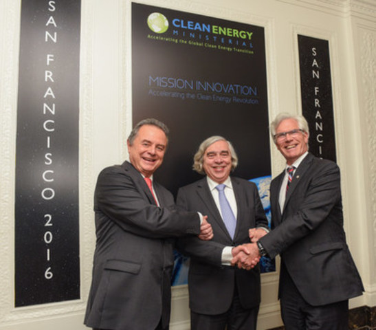 Mexican Secretary of Energy, Pedro Joaquín Coldwell, U.S. Secretary of Energy, Dr. Ernest Moniz, and Canada's Minister of Natural Resources, Jim Carr, meet during the Clean Energy Ministerial in San Francisco on June 1, 2016, to discuss progress on North American energy collaboration. (CNW Group/Natural Resources Canada)